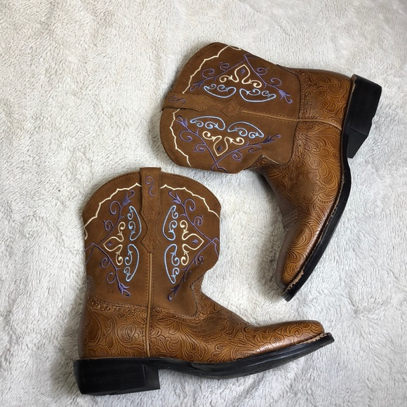 3d8beb37f54 Ariat fatbaby embroidered embossed western boots